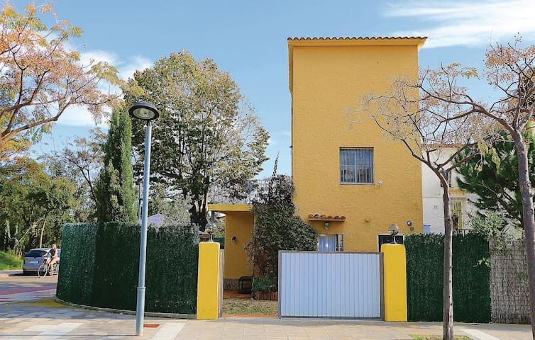 Terraced house with 3 bedrooms on 80 m² ECB595