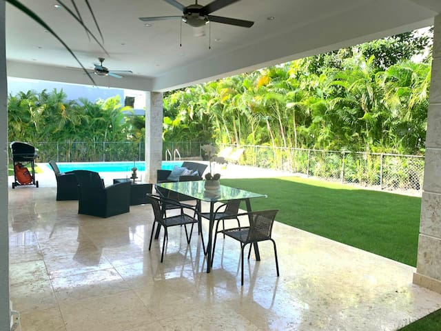 Charming Villa with POOL in Punta Cana Village