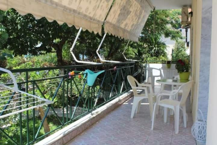 Skioni Apartments, Seafront apartment with beautiful garden 2