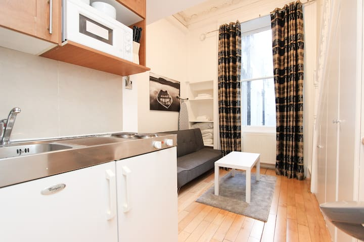New Mezzanine Studio In Paddingtion Sleeps 3 P5