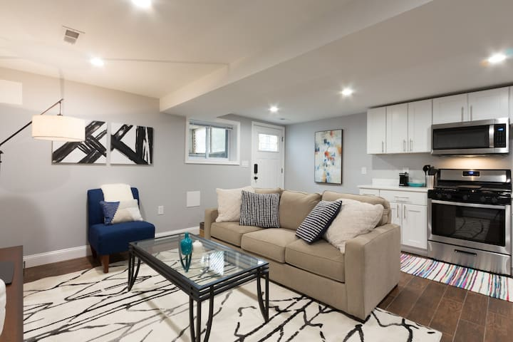 Modern comfy apartment in charming Brookland