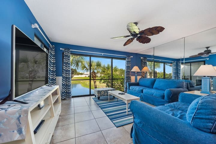 New Listing! Golf course villa w/private balcony. Gulf-facing Lagoon pool, free WiFi!