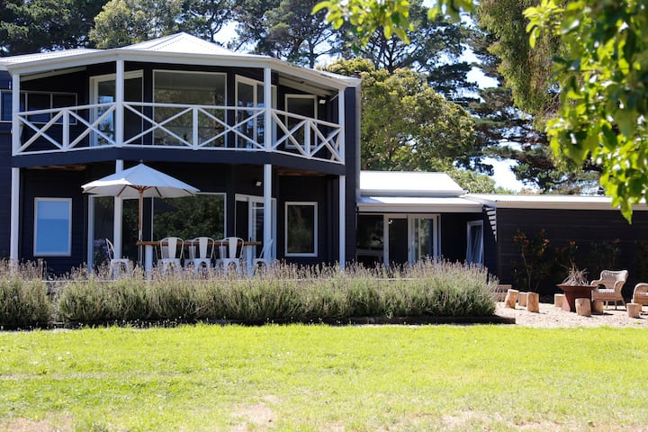 Mornington Peninsula Wine Country Escape