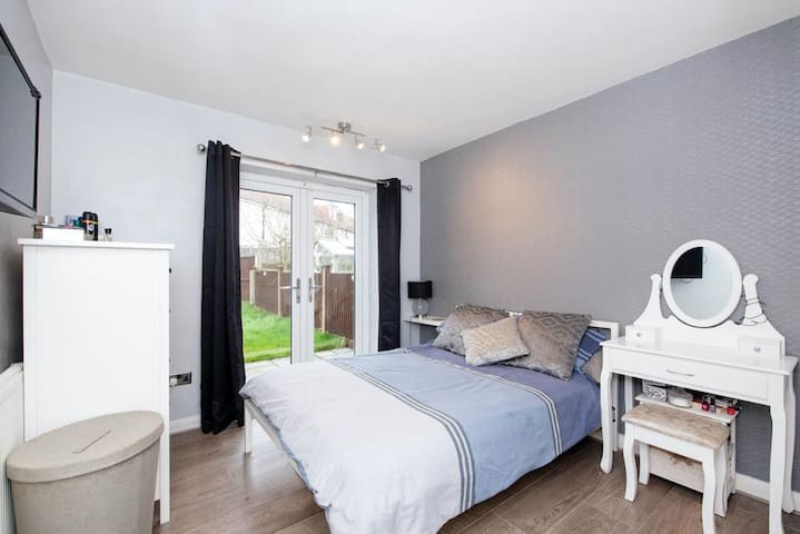 Lovely Apartment very close to Hillingdon hospital