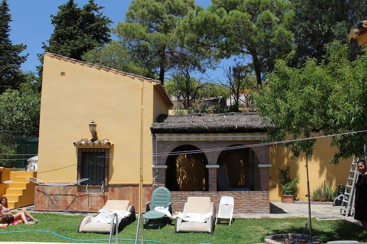 Habitación/Cocina privada  afueras de Estepona