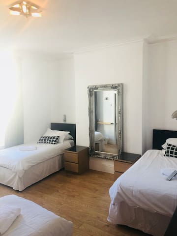 Spacious modern en-suite family room Roath❣️Cardiff