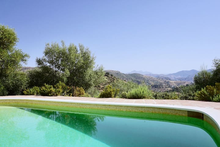 Bright spacious villa with fantastic views & pool - Almogía - Villa