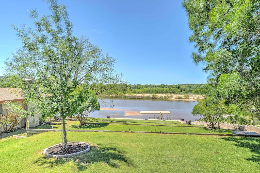 Located on lake LBJ, this property offers a lakefront patio and swim dock.