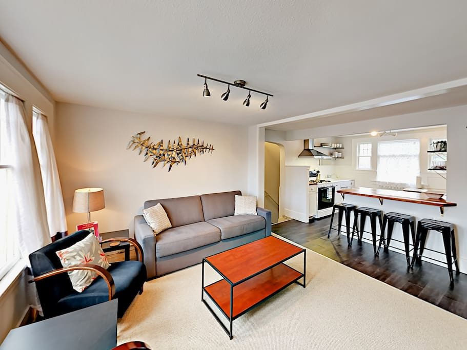 Modern décor and an open floor plan make this a comfortable spot for a family, a pair of couples, or business travelers.