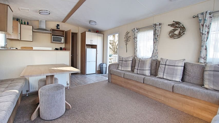 Family and dog friendly holiday home on 5* park.