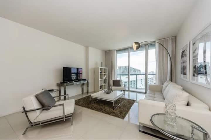 Luxury 45th Floor Condo @ Icon Brickell