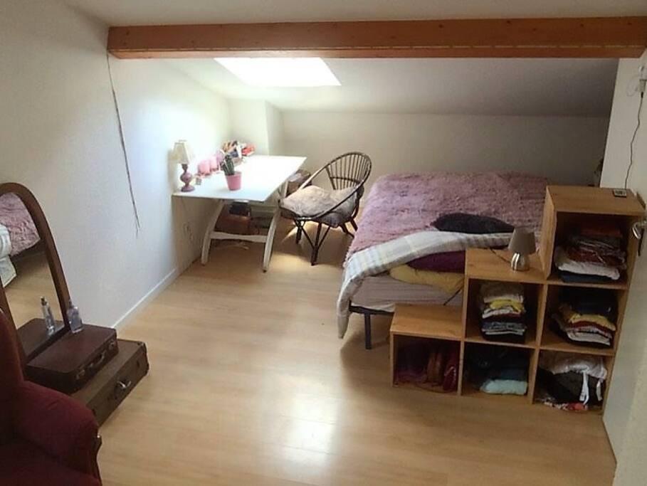 Grande chambre à l'étage