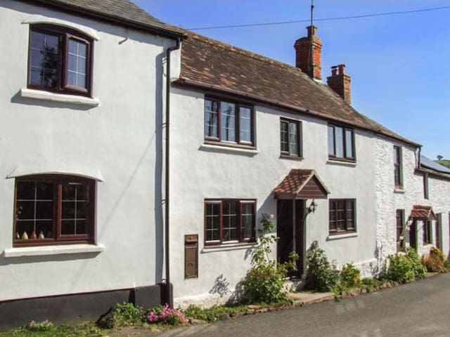 Herefordshire Holiday Cottage - Bronte Owl