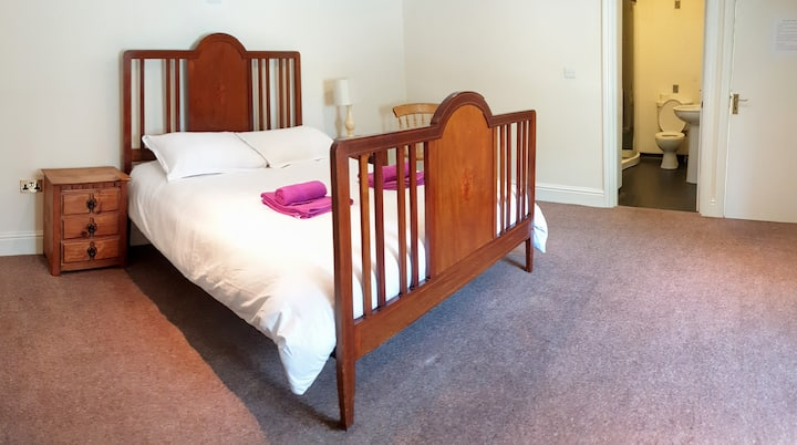 5. Garabridge.  King Size bed.  Room with En Suite