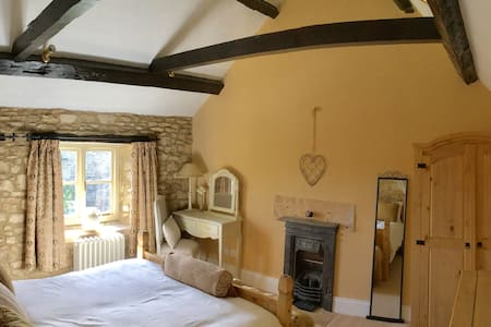 Cotswold cottage with great views - Gloucestershire - Σπίτι