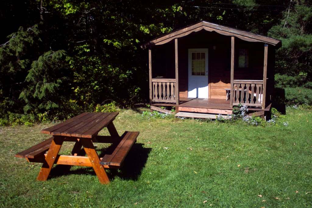 Our storytime cabin contains a number of books & other amenities for families with 1 or 2 children.  Larger families are encouraged to look at our Mountain Queen Cabin or book more than one site.