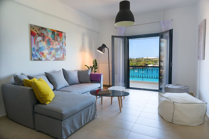 Footsteps to the beach! - Agios Nikolaos - Apartemen