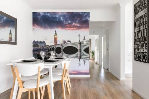 Stunning  2 bed Ap next to G tram long/t discount