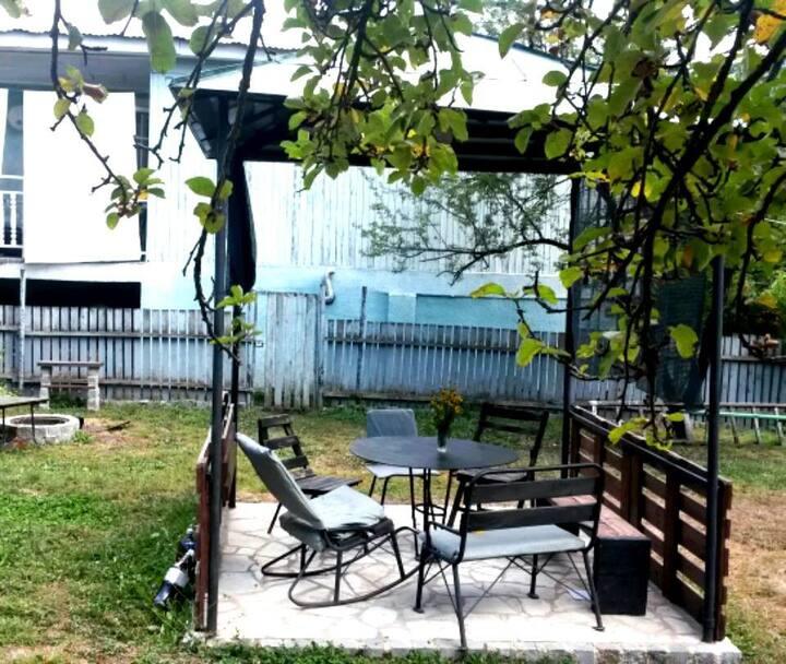 Backyard Camping /Wifi, Kitchen, Shower/