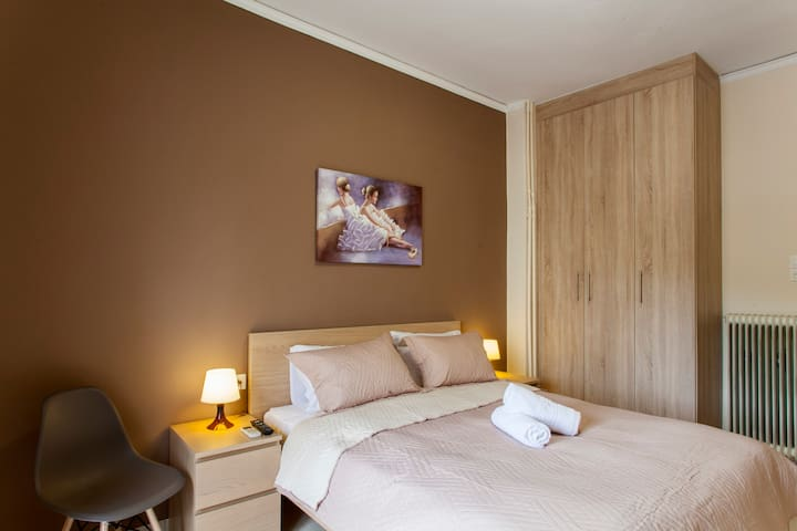 Theotokopoulos Park apartment - Bedroom - double comfortable bed