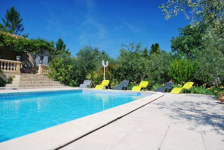 Cottage 6/7 people with pool 10' from Nîmes - Bezouce - House