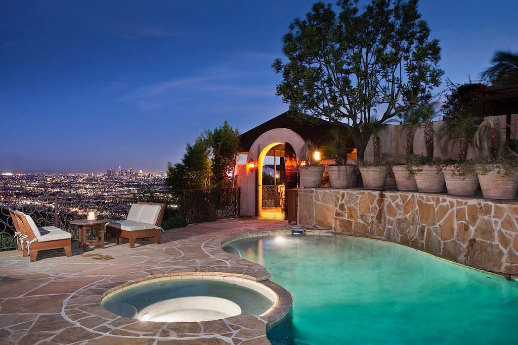 Hollywood hills haven villas for rent in los angeles for Hollywood mansion party rental