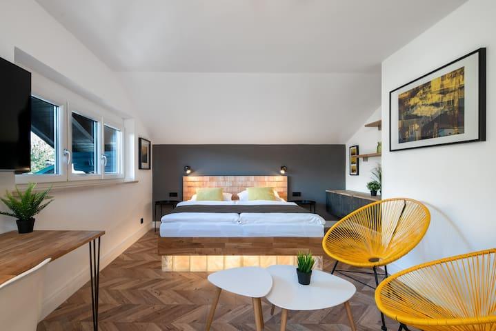 Doppelzimmer mit Bergblick & Frühstück
