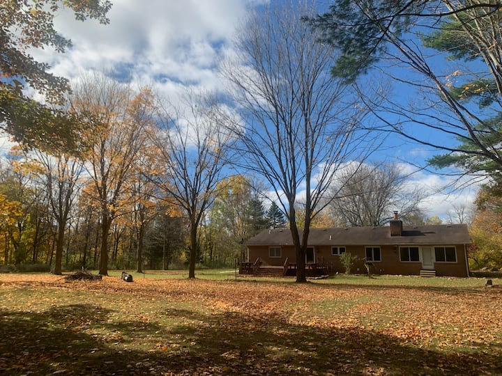 KNIGHT ACRES: Retreat close to downtown Ann Arbor