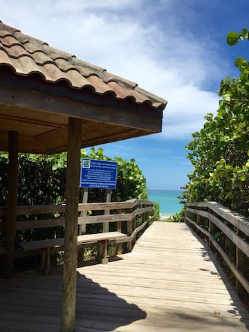 Steps to Beach, Townhome with Direct Ocean Views
