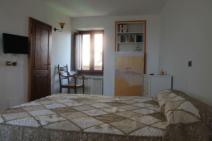 """""""Le Scalette di San Pietro"""" B&B camera Zafferano - Città della Pieve - Bed & Breakfast"""