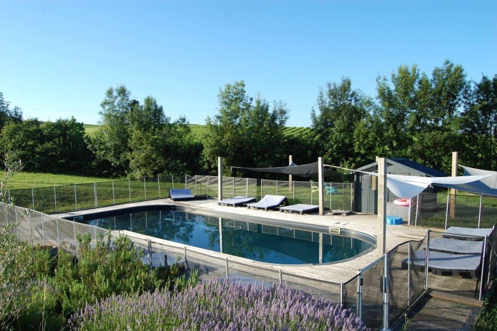 gite chambre d 39 hote en pierre avec piscine cottages. Black Bedroom Furniture Sets. Home Design Ideas