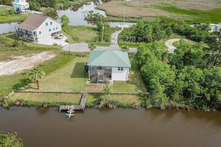 Lazy River House. Waterfront.  Private Getaway!