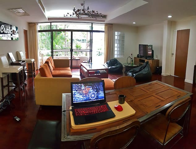 Central 3BR w/ Scooter near Everything! 290sqm - Bangkok - Apartment