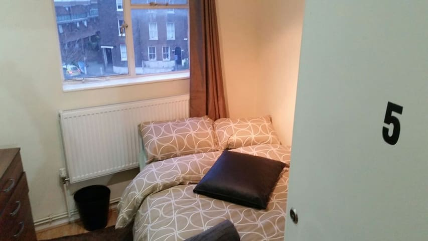5 DOUBLE BEDROOM NEXT WESTMINSTER BRIDGE.