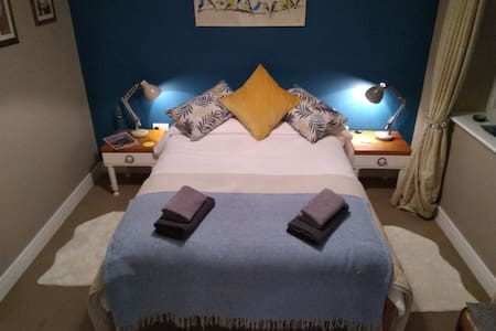 Double ensuite room with parking