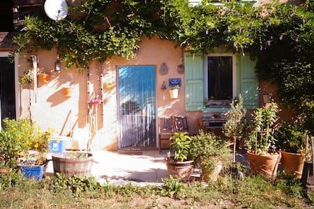 Maison paisible,retirée sur la colline, plein sud. - Mane - Haus