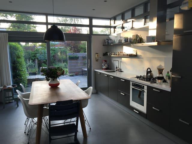 Nabij stadscentrum gelegen ruime woning - Middelburg - House