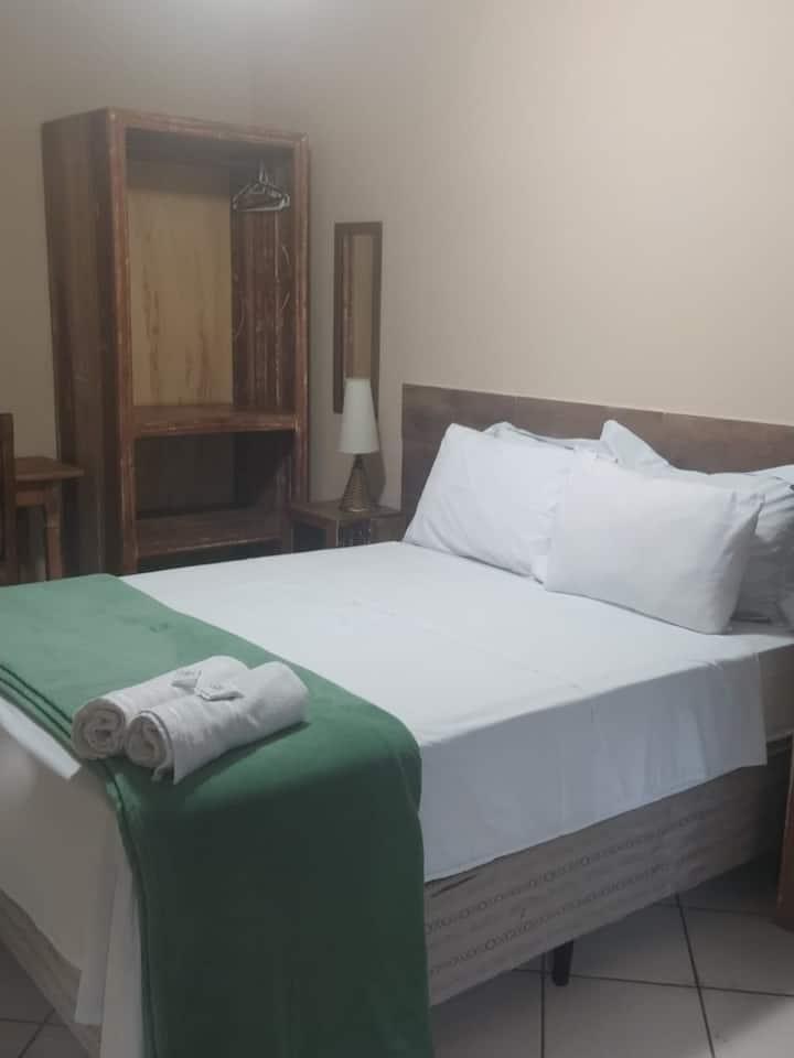 Penedo - Suite stdp cama casal - com Café da manhã