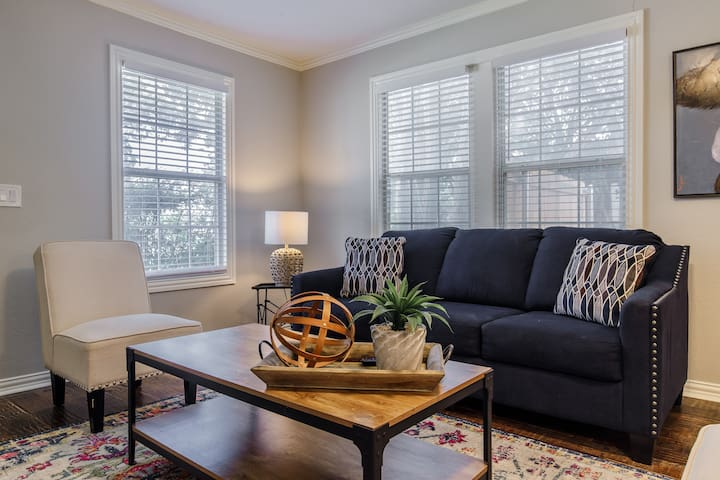 Bungalow in the City  Minutes to Downtown Ft Worth