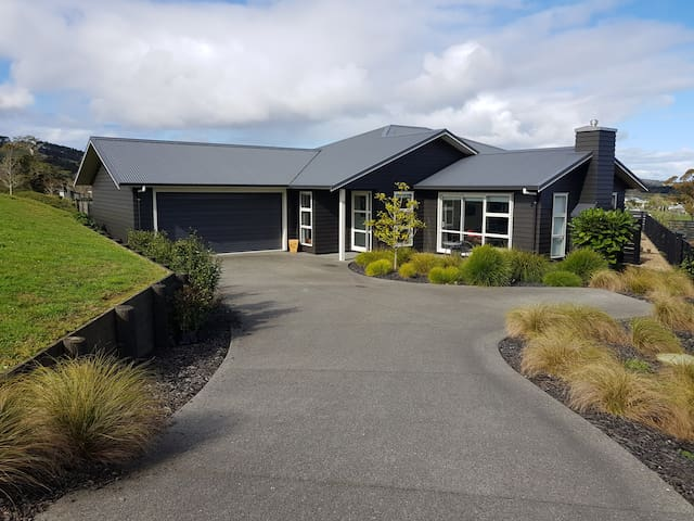 Modern and spacious in Matakana