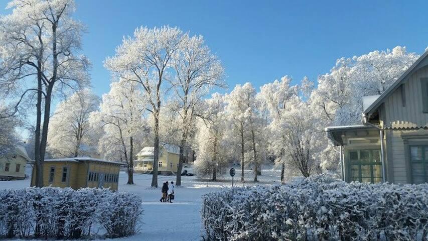Fina strövområden i parken och på Mösseberg.