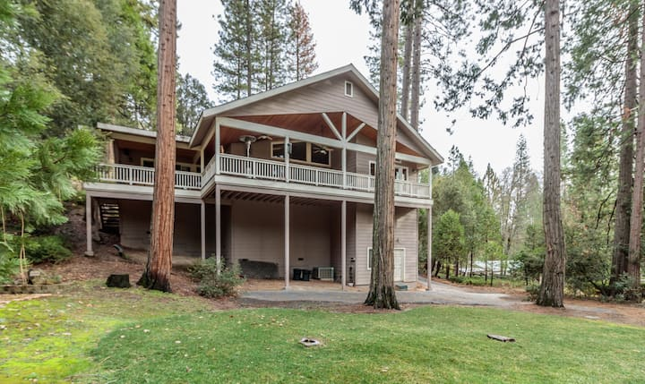 Large 4-bedroom home near Bass Lake and Yosemite