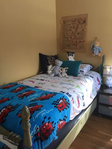 Bedroom with Twin Size Bed (Bedroom 3)