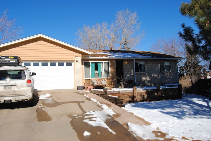 Great Family Home in the Foothills! - Lakewood - House