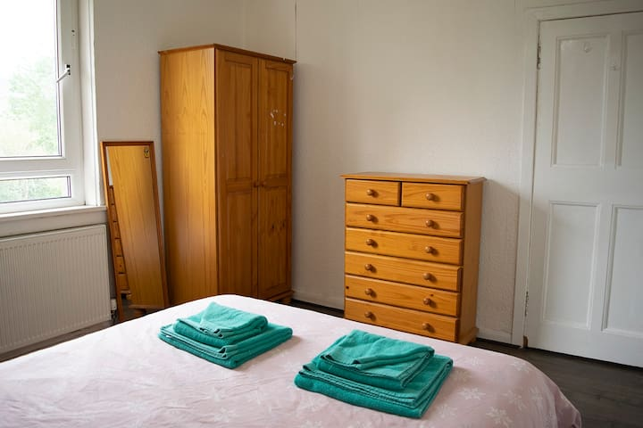 Double bedroom 3 with mirror, wardrobe and drawers