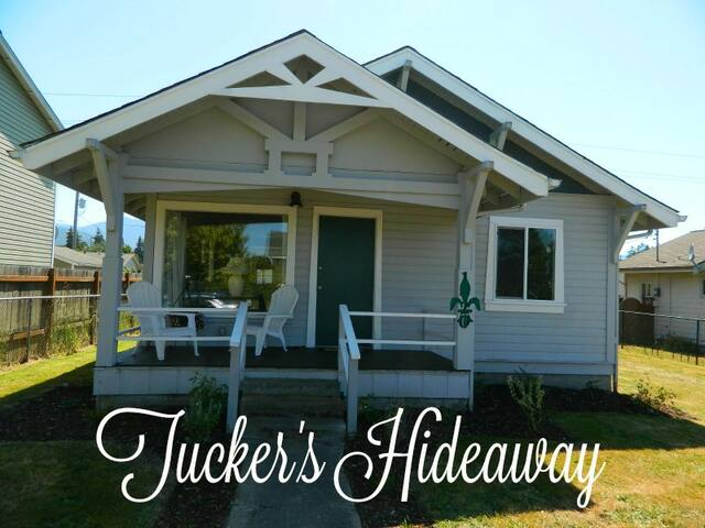 Tucker`s Hideaway,  Pet Friendly Cottage