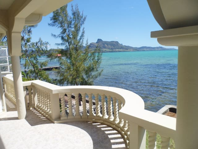 Seafront paradise - private, calm and relaxing