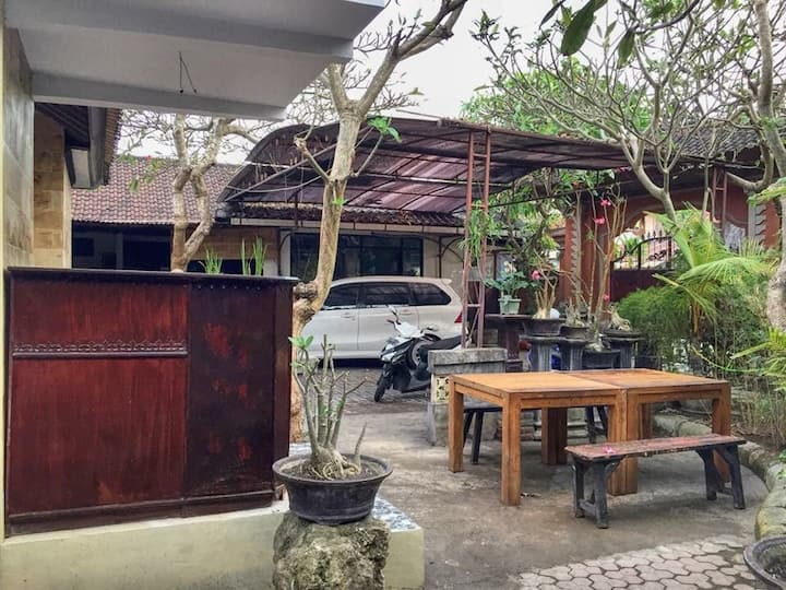Gina's guest house Official akun