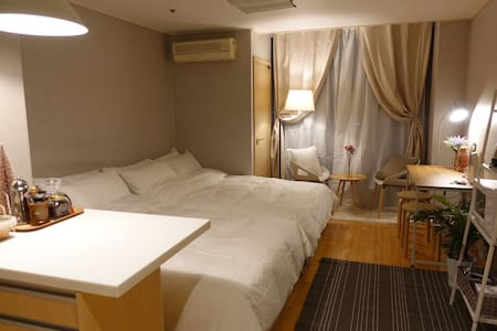 Hongdae Stn. 1 Min! Lovely Studio1 + free wifi egg - 麻浦区 - 公寓