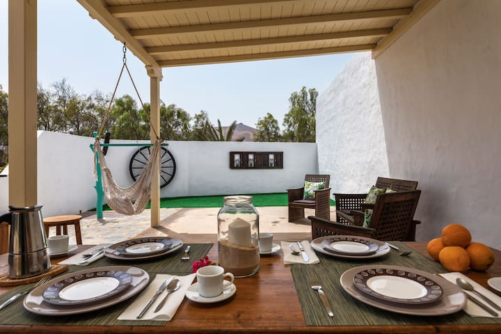 Quiet Holiday Home La Pradera with Wi-Fi, Air Conditioning, Garden & Terrace; Parking Available